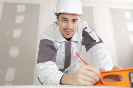 bouwer poseren en glimlachen Stockfoto