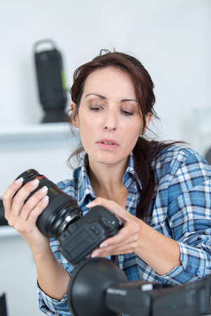 professional photographer showing how to use camera gear