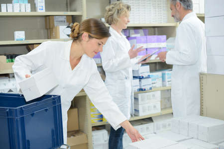sorting out pharmaceuticals Stockfoto