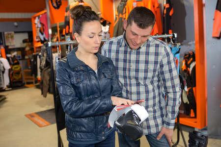 man buying leather bike shoes 版權商用圖片