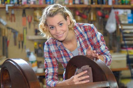 marqueteria: fabricante de muebles de madera artesanal Foto de archivo