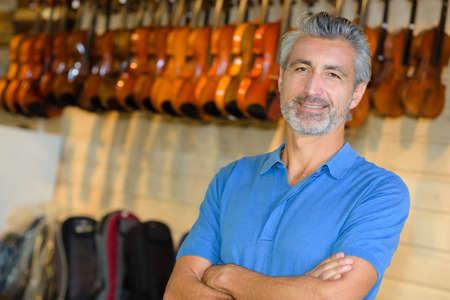 ahorcada: man posing in a violin store