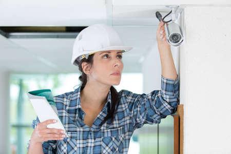 handywoman: female cctv installer