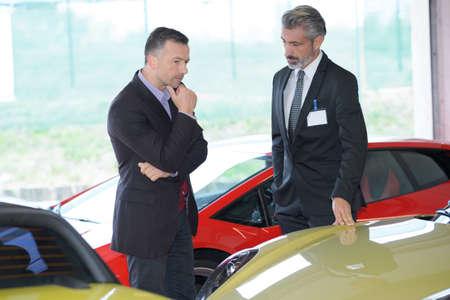 cerrando negocio: automotive retailer
