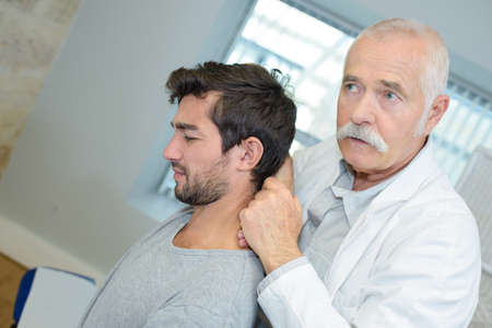chiropractor with patient Banque d'images