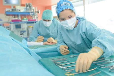 외과 의사 지주 핀셋 스톡 콘텐츠 - 91299144