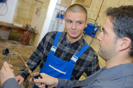male apprentice learning to be welder Banque d'images