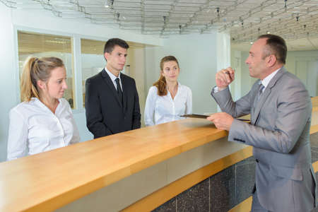 Le réceptionniste courst Banque d'images - 96610424