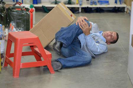 accident dangereux dans l'entrepôt pendant le travail