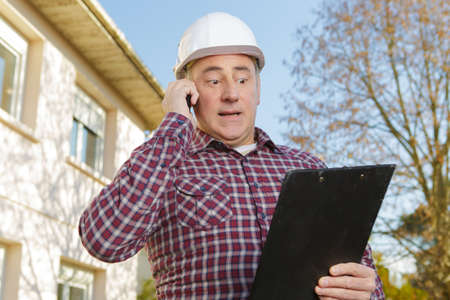 construction manager giving information on the estimate cost