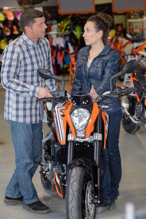 femlae motorbike seller advising client Stock fotó