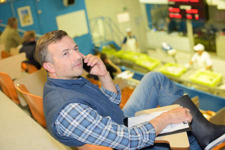 receiving a call Zdjęcie Seryjne