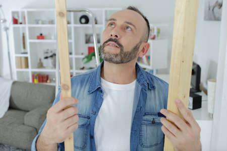 man selecting wood in workshop Stockfoto
