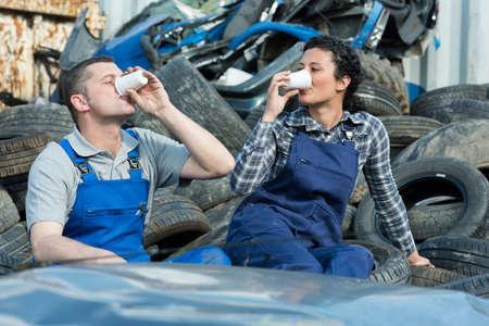 close up of auto mechanics having a coffee break 스톡 콘텐츠