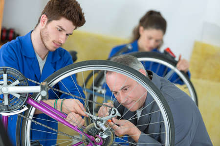 Students in mechanical class
