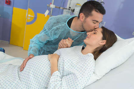 Man kissing pregnant wife's forehead at the hospital Reklamní fotografie - 133299191