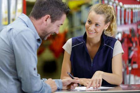 woman and man working in warehouse store Zdjęcie Seryjne