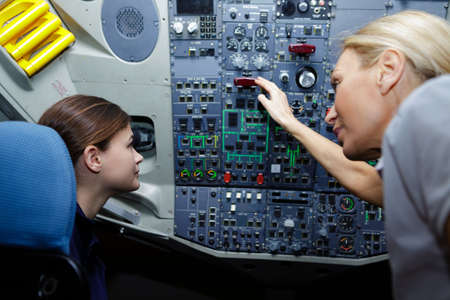 young female aviation technician learning the panel Zdjęcie Seryjne - 134960127