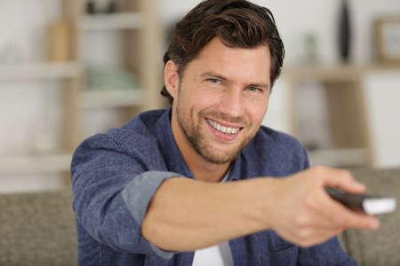 excited man watching football at home Zdjęcie Seryjne - 134960131