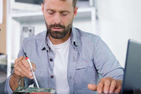a pc technician at work Zdjęcie Seryjne - 134960190