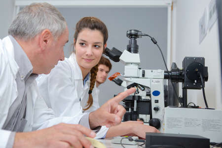male and female scientists working in research facility Zdjęcie Seryjne - 134960201