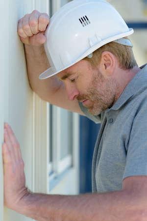worried carpenter dealing with a work problem Zdjęcie Seryjne