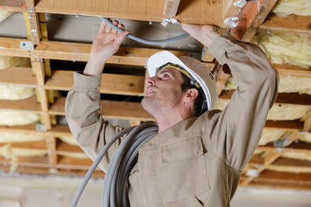 mounting for an electric cable in ceiling