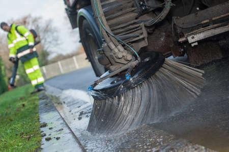 Nahaufnahme von Teilen eines Straßenreinigungsfahrzeugs Standard-Bild