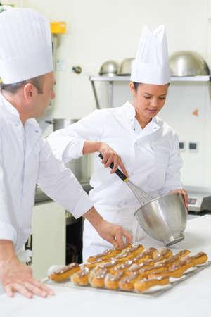 portrait de femme faisant des pâtisseries Banque d'images