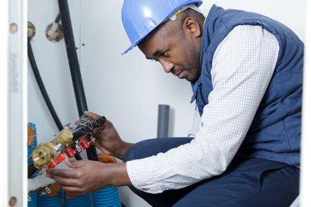 plumber during plumbing service 免版税图像