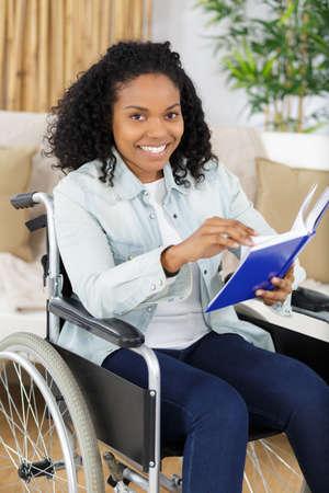 smiling young woman in wheelchair Zdjęcie Seryjne - 138602484