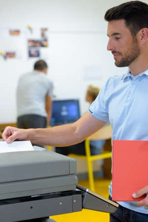 business man making a photocopy at the photocopier Banque d'images