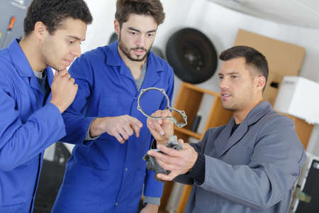 teacher showing an object to the apprentice Standard-Bild