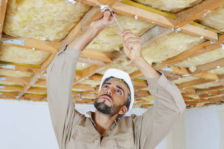 male worker on attic insulation Banque d'images