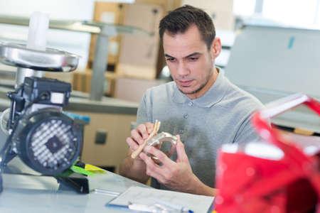 auto mechanic fixing an engine Banque d'images