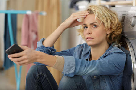 a stressed housewife holding phone Standard-Bild
