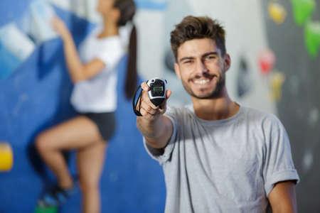 a happy man showing stopwatch 免版税图像