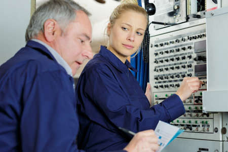young female engineer looking contemptuously at elder Stockfoto