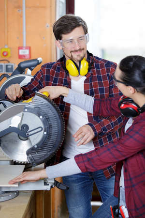 woman is ready to working on circular saw