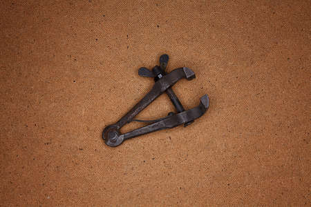 clamps: Image clamps, which lie on the hardboard
