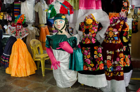 traje mexicano: OAXACA, MEXICO - MARCH 11, 2017: Typical clothes at the market in Oaxaca, Mexico.