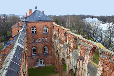 Koepel ruïnes van de kerk in Tartu, Estland Tartu University Museum in gerestaureerde gedeelte