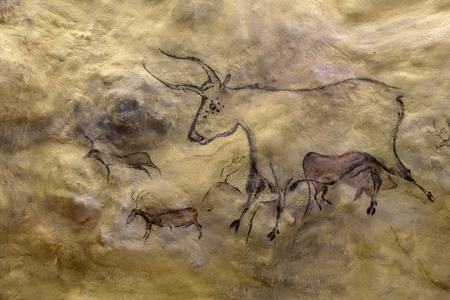 eiszeit: Ungef�hre Wiedergabe basierend auf urzeitlichen H�hlenmalereien k�nstliche H�hle in Ice Age Museum in Estland Lizenzfreie Bilder