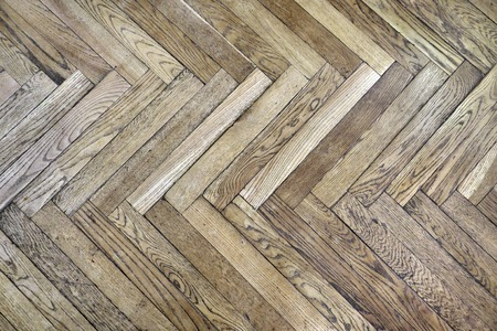Single herringbone style parquet made of oak wood