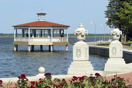 Haapsalu is een van de twee meest bekende kuuroorden in Estland (de andere is Prnu). Beide steden liggen aan de kust en hebben veel bezoekers uit andere landen. Stockfoto