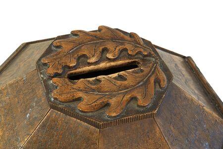 limosna: Top Decorado vintage wooden limosnas caja (uso eclesi�stico). Foto de archivo