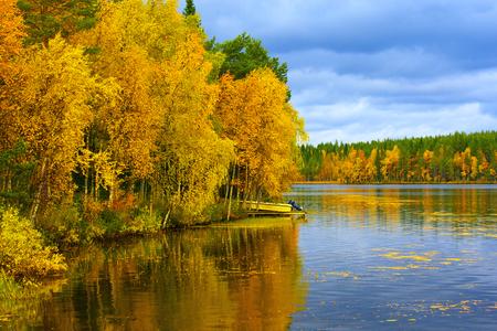 Kuusamo Lake in Finland in colorful autumn. 版權商用圖片