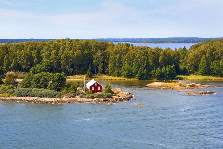 Seascape of Aland Islands archipelago at the end of summer, view from cruise ship. Archivio Fotografico - 104986787