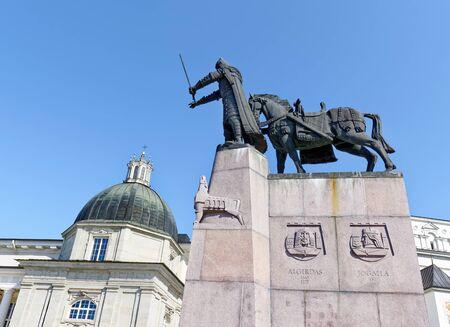 Monument to Grand Duke Gediminas in Vilnius, Cathedral of Vilnius in background. Lithuania. Archivio Fotografico