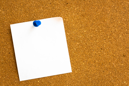 white reminder sticky note on cork board, empty space for text Reklamní fotografie